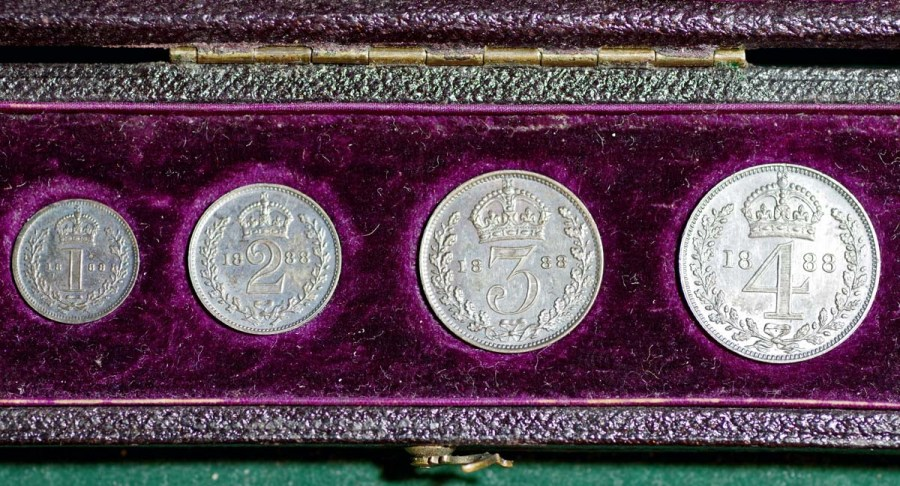 1888 Maundy Set In Case